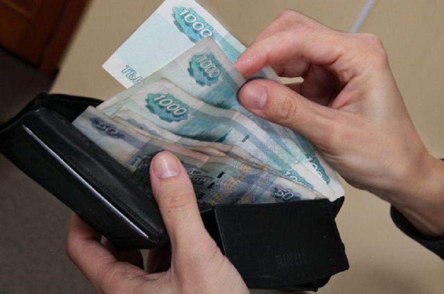 Пассажир украл деньги у водителя