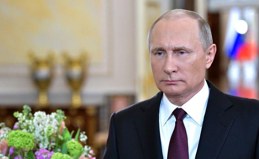 Владимир Путин поздравил женщин России с 8 Марта и прочитал стихотворение