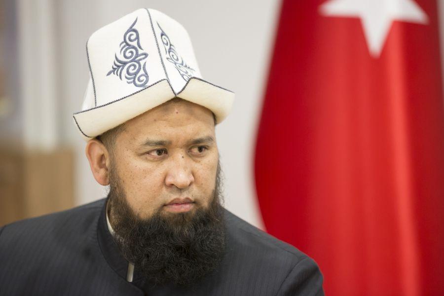 Муфтий Киргизии исполнил азан в церкви
