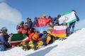 Спасатели Северного Кавказа  подняли Знамя Победы на Эльбрус