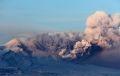 Два вулкана на Камчатке выбросили столбы пепла на высоту от 7 до 9 км