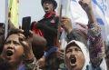 В Джакарте началась массовая акция протеста рабочих против возможных увольнений