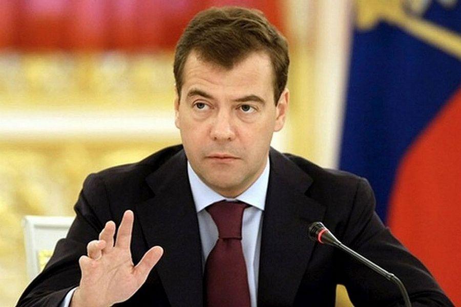 Медведев считает недопустимым преследование деятелей искусства