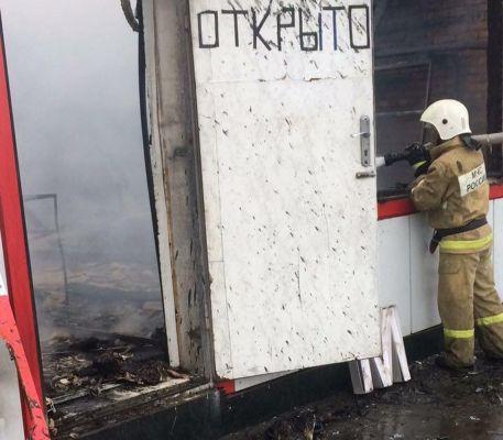 На окраине города Аргун  пожарные спасли от огня АЗС