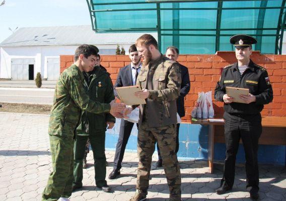В Грозном прошла военно-патриотическая игра «Зарница»
