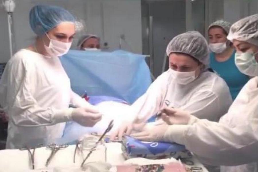 За год в Чечне проведено 60 операций по метропластике