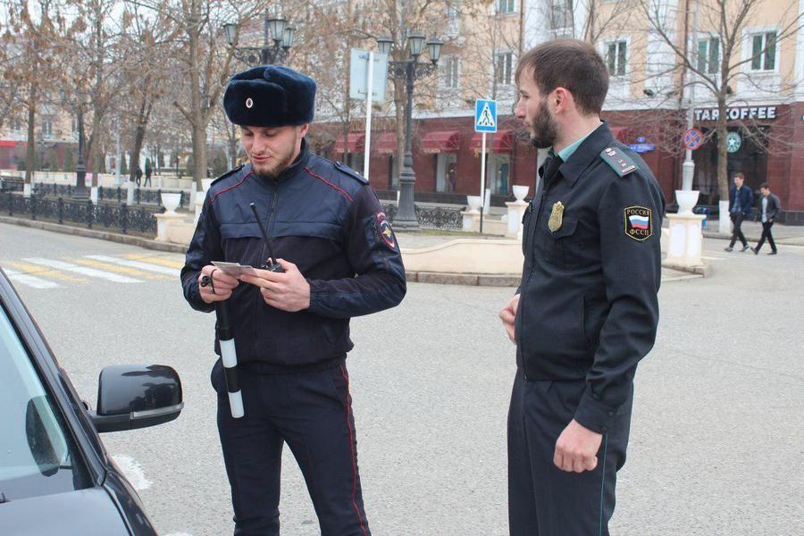 Чеченские судебные приставы ограничили в спецправах 26 жителей региона