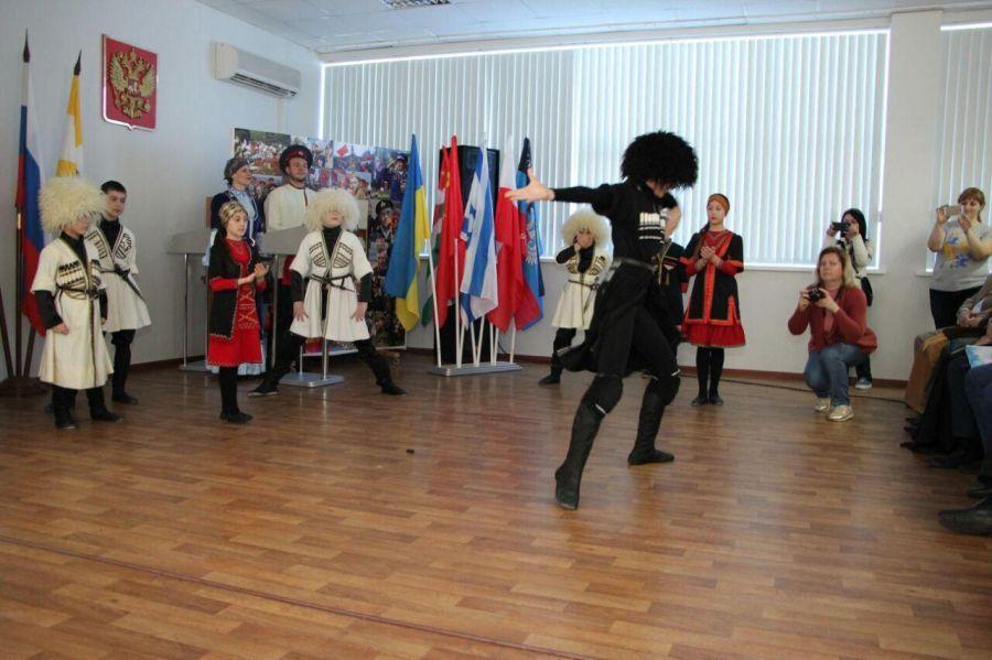 Делегация Чечни принимает участие в Международном молодежном форуме