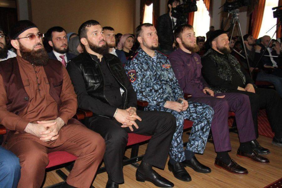 Кадыров сказал, как вдетстве резал пионерские галстуки