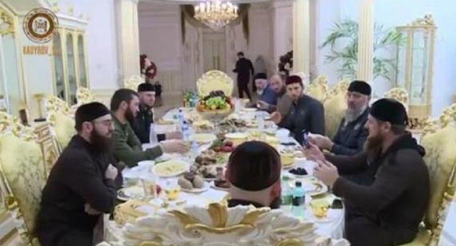 Глава Чечни провел последний день священного месяца Рамадан с семьей