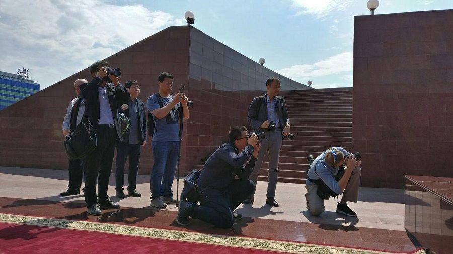 Иностранные журналисты  посетили Мемориальный комплекс им. Первого Президента ЧР А.А.Кадырова «Аллея Славы»