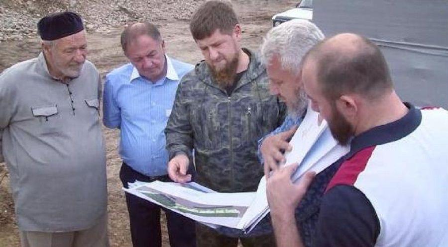 Глава Чечни проверил ход работ в поселке Ойсхара
