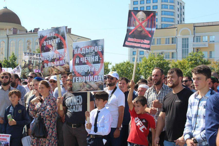 Участник митинга в Грозном: «Здесь нет чеченцев, ингушей или дагестанцев. Мы все мусульмане!» (+ видео)