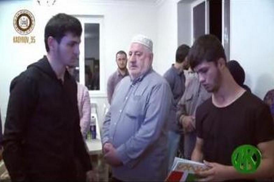 Кглаве Чечни обратилась мать пропавшего певца Зелимхана Бакаева