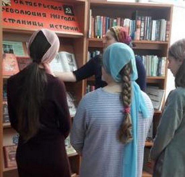 В детской библиотеке С.В.Михалкова прошло мероприятие, посвященное 100-летию Октябрьской революции