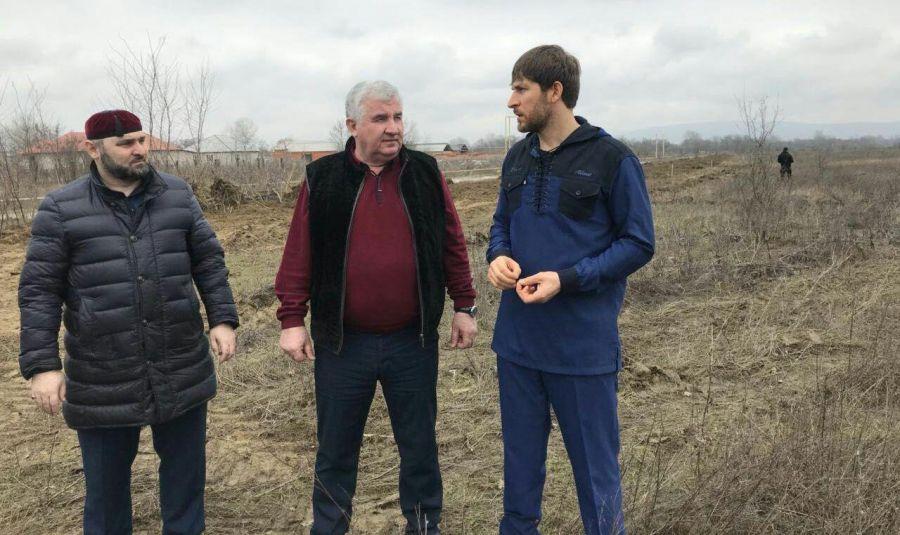 Премьер-министр Чечни проинспектировал реконструкционные работы в селе Курчалой