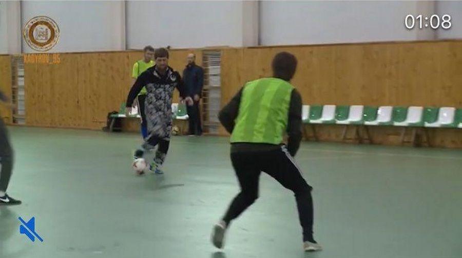 Команда Рамзана Кадырова обыграла в футбол команды КВН и ансамбля «Нохчо»