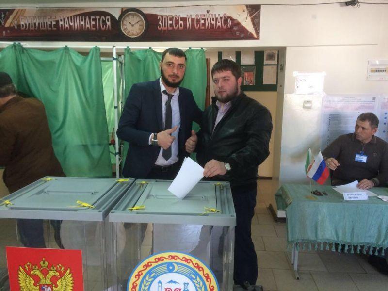Жители районов Чечни продолжают голосовать за кандидатов в президенты РФ