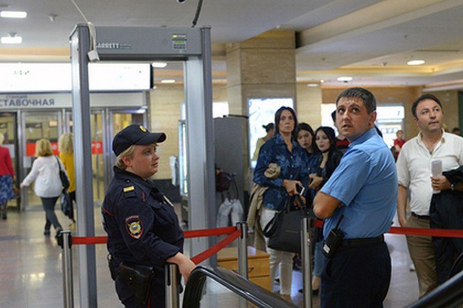 СМИ сообщили об эвакуации московских префектур и управ из-за угроз взрывов