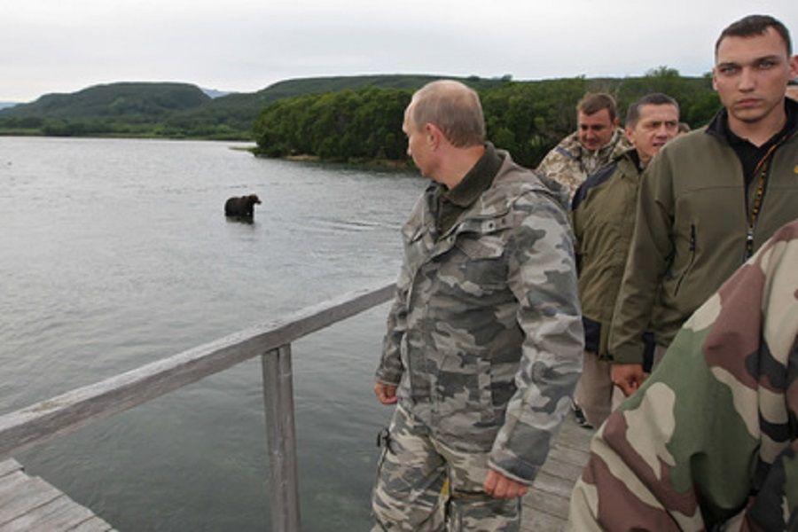 Владимир Путин прокомментировал свое фото верхом на медведе