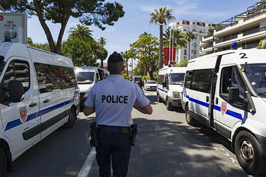 Неизвестные открыли стрельбу у мечети во Франции