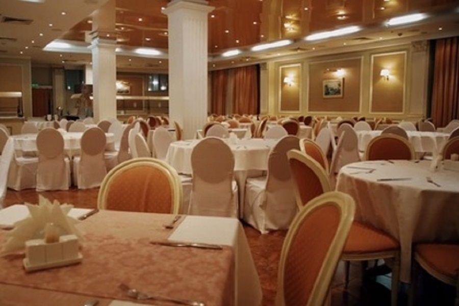Почти 40 итальянцев госпитализировали после ужина в московской гостинице