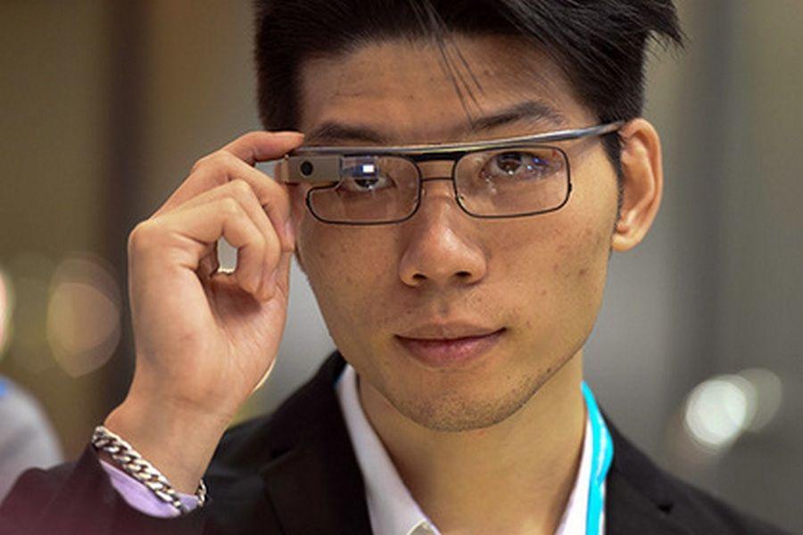 Для Google Glass выпустили первое обновление затри года