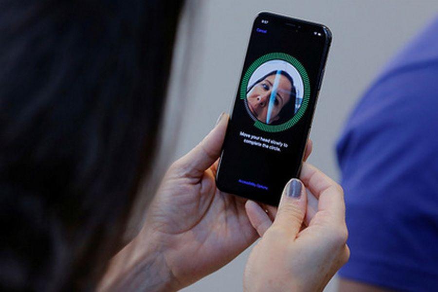 """Владельцы """"яблочной продукции"""" жалуются на iPhone X"""