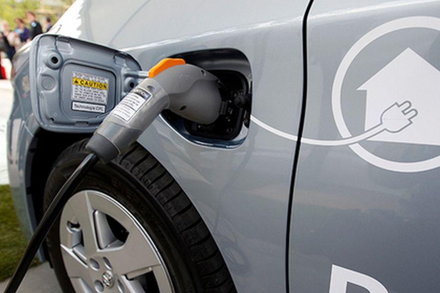 Во Франции запретят продажу бензиновых и дизельных автомобилей