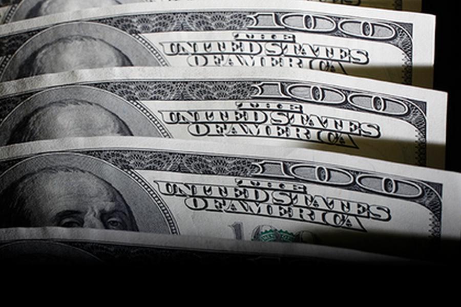 Россияне снова начали закупать доллары