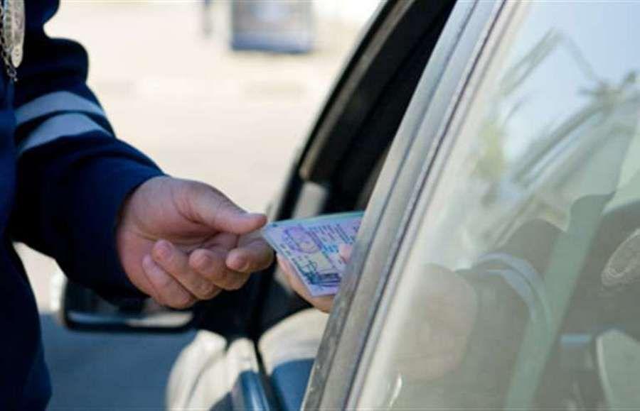 Чеченские полицейские изъяли у автолюбителя фальшивые документы на машину