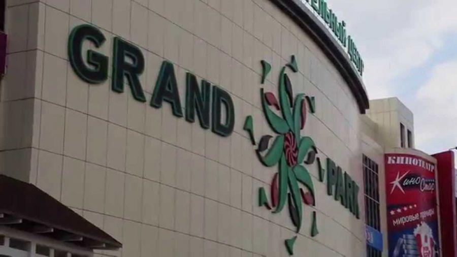 4-летний мальчик, выпавший с третьего этажа в «Гранд парке», в тяжелом состоянии