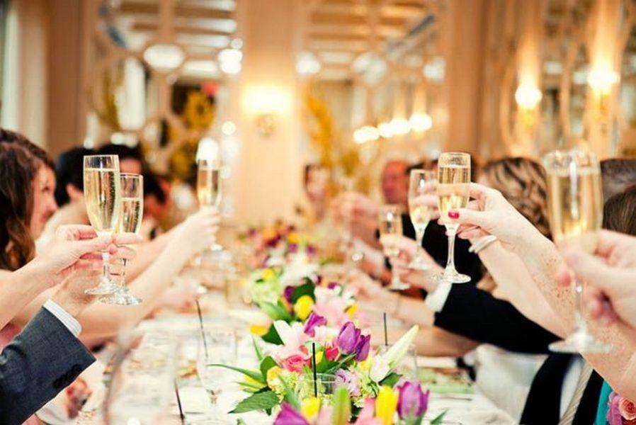 Стильное поздравление со свадьбой начинают