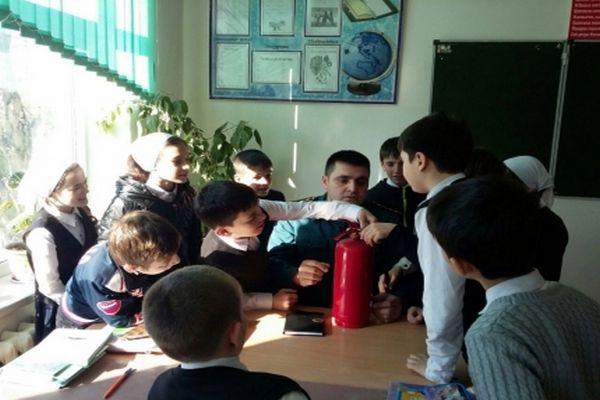 В Шалинской школе отметили день рождения огнетушителя