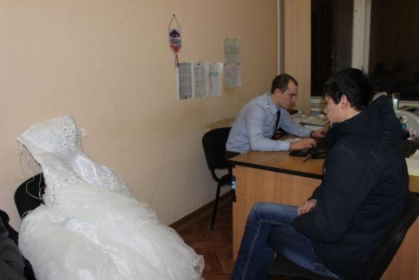 Житель Гудермеса обокрал свадебный салон на 1 600 000 рублей