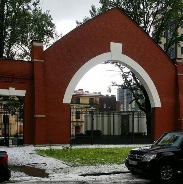 В Санкт-Петербурге образовались сугробы из-за града