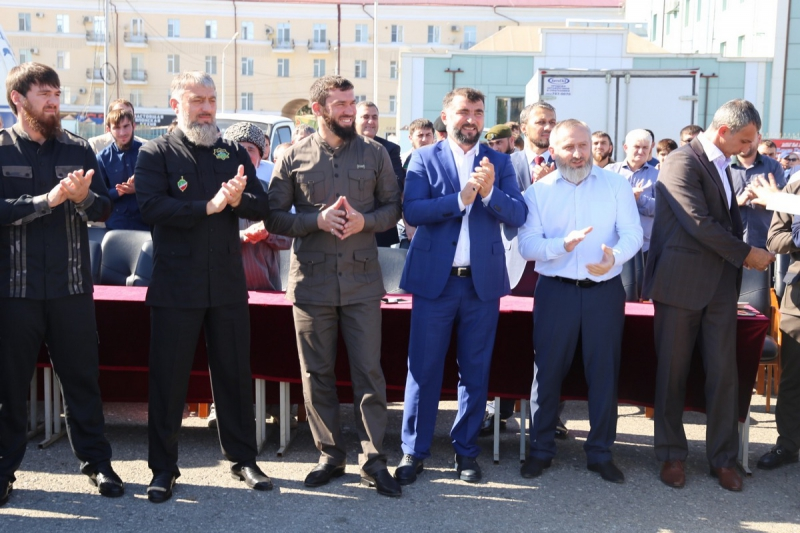 Официальные выступления и национальная лезгинка - Чечня празднует победу Рамзана Кадырова