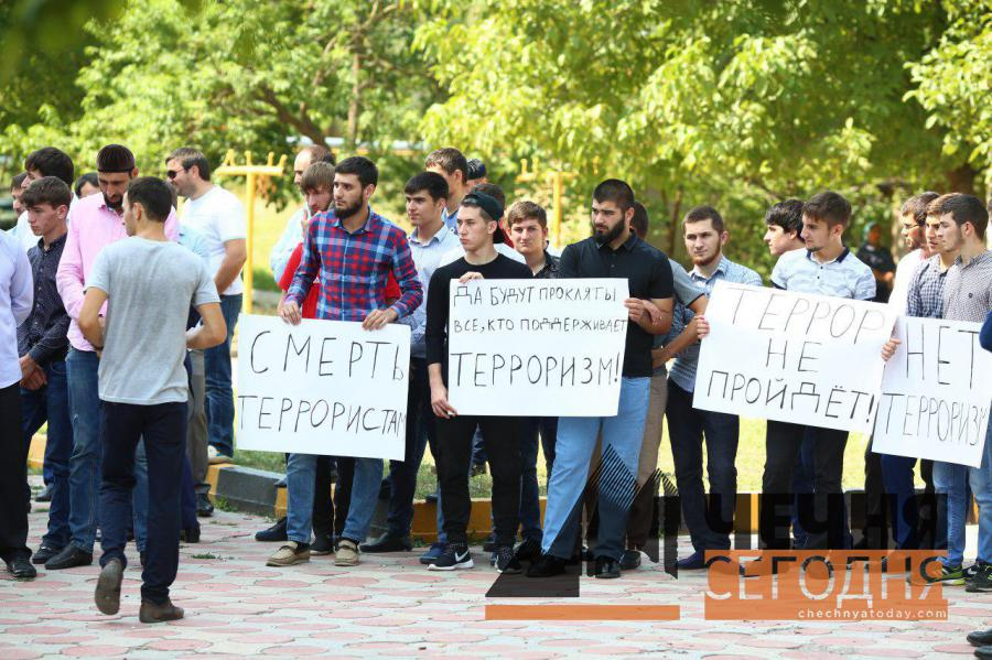 Жители Чечни организовали митинг против терроризма