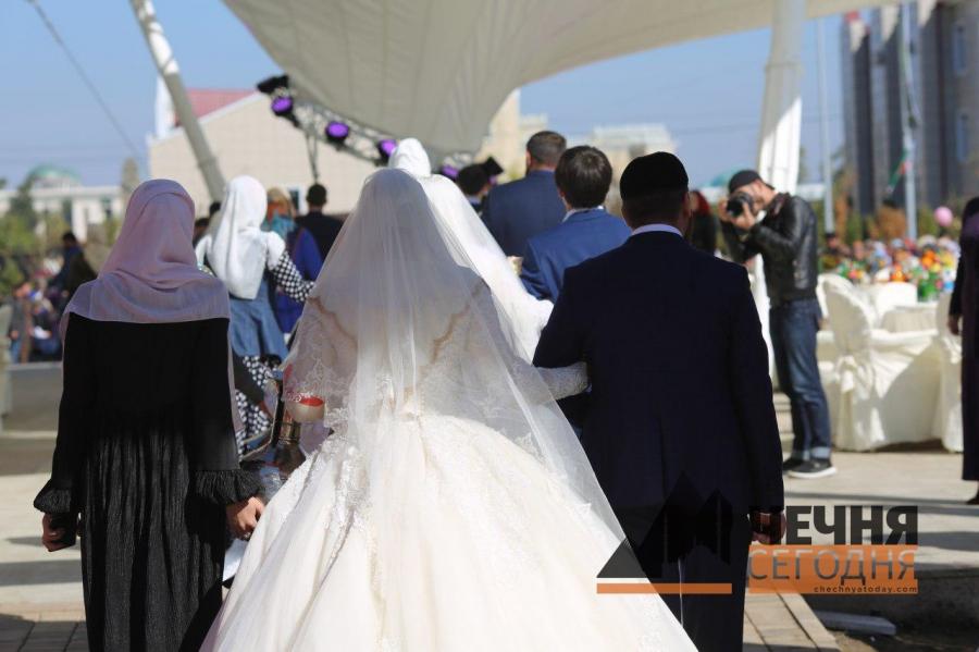В Грозном состоялось торжественное бракосочетание 199 молодых пар