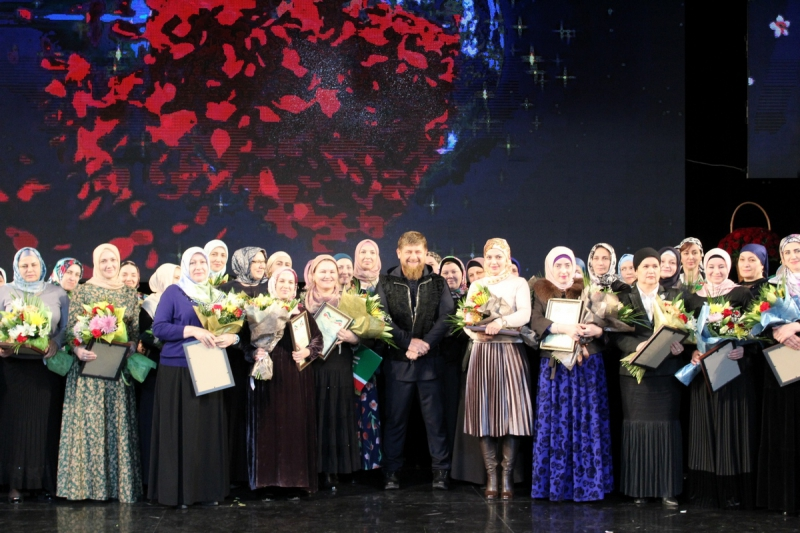 Рамзан Кадыров поздравил с Международным женским днем