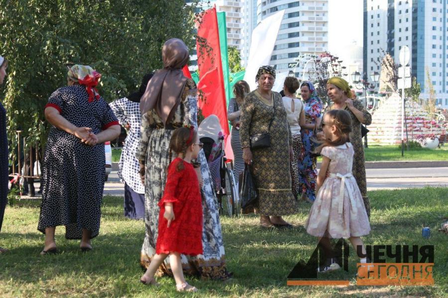 «Цветочный парк» в подарок чеченским женщинам