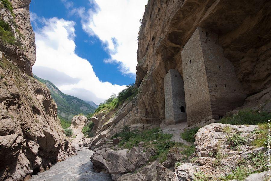 Рядом с Ушкалойскими башнями-близнецами строится туристическмй комплекс