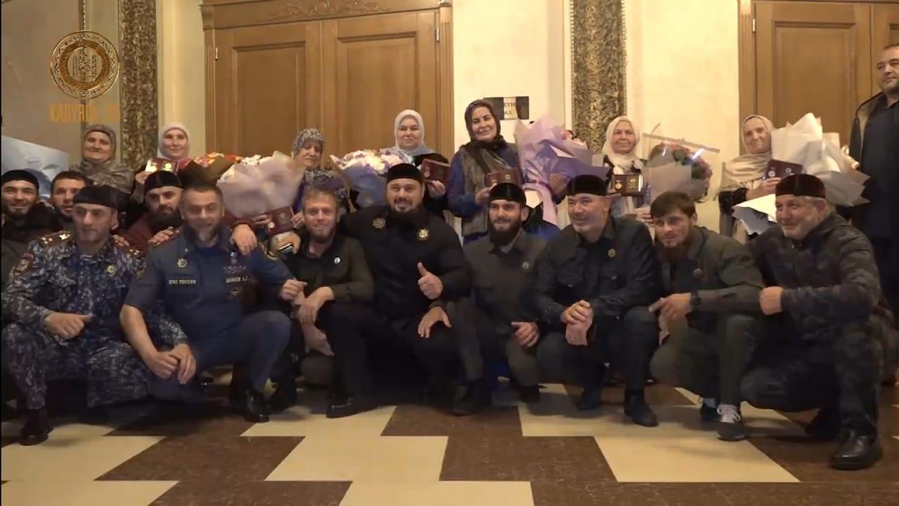 15 чеченских женщин получили медали «Ненан Сий»