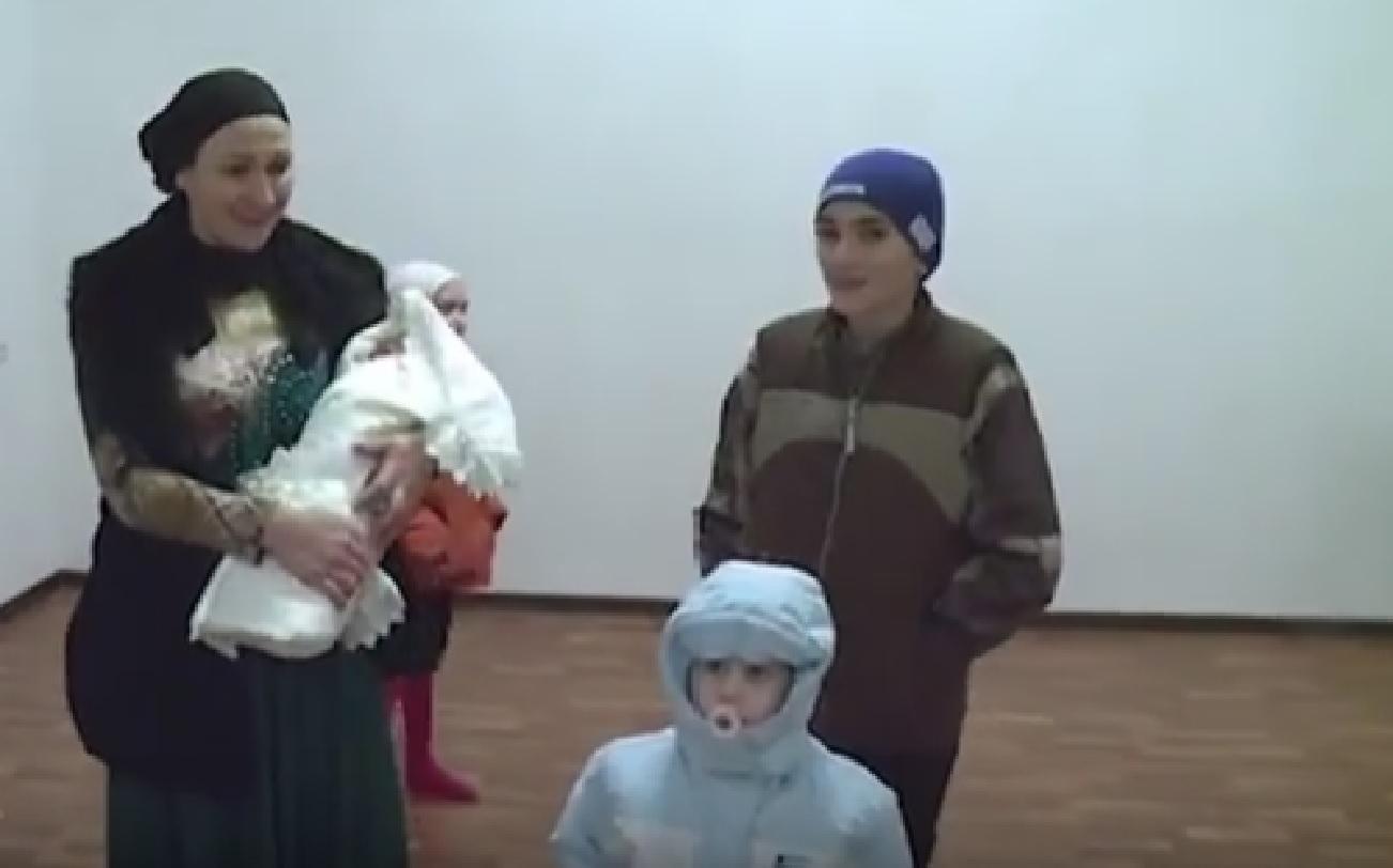 Фонд Кадырова подарил семье Дайшиговым дом
