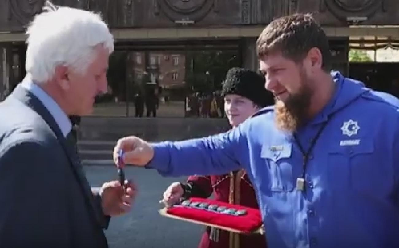 Рамзан Кадыров подарил автомобили социальным организациям ЧР